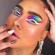Ενα  εξαιρετικό #makeuplook από την υπέροχη @_marinasmakeup_ 🤍💛♥️❤️💜💙💚 . . . #sis_beauty #sis_style #sis_love