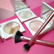 Shine bright like a 💎  Shop ONLINE 🛍️ sis-style.gr  . . . #sis_beauty #sis_style #sisstylegr #realtechniques #ofracosmetics