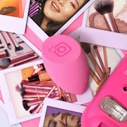 💗 NEW 💗 NEW 💗 NEW 💗  Ολοκαίνουργιο σφουγγαράκι makeup της @realtechniques σε μια έντονη, φωτεινή και παιχνιδιάρικη έκδοση από την Collection Love 💕 🛍️ Real Techniques Irl Miracle Complexion Sponge