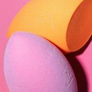 Απογείωσε το μακιγιάζ σου με αυτό το δίδυμο! 💁🏻♀️🧡💕 #RealTechniques Miracle Complexion Sponge + Miracle Powder Sponge Shop ONLINE 🛍️ sis-style.gr . . . #sis_beauty #sis_style #sisstylegr #realtechniques #makeupsponge