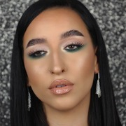 Green is the new black 😘 MUA 💘 @stayroylaaa  . . . #sis_beauty #sis_style #sisstylegr #mua #muagreece #muacosmetics #makeup #makeupideas #beauty #instamakeup #instabeauty